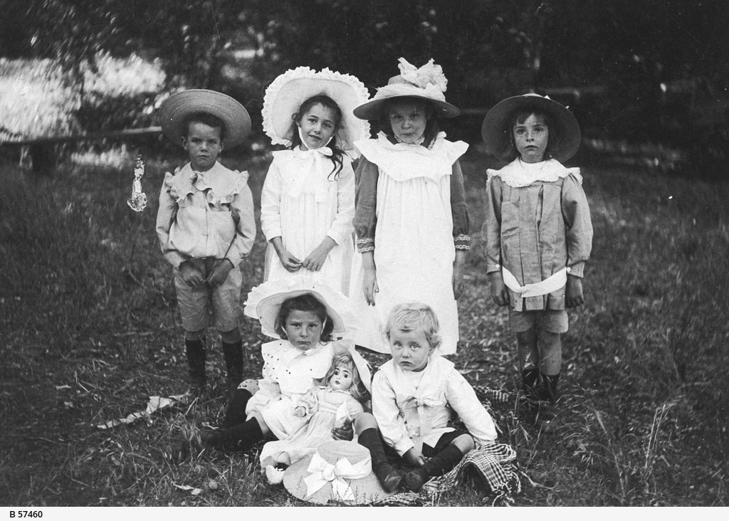 Children from local Angaston families