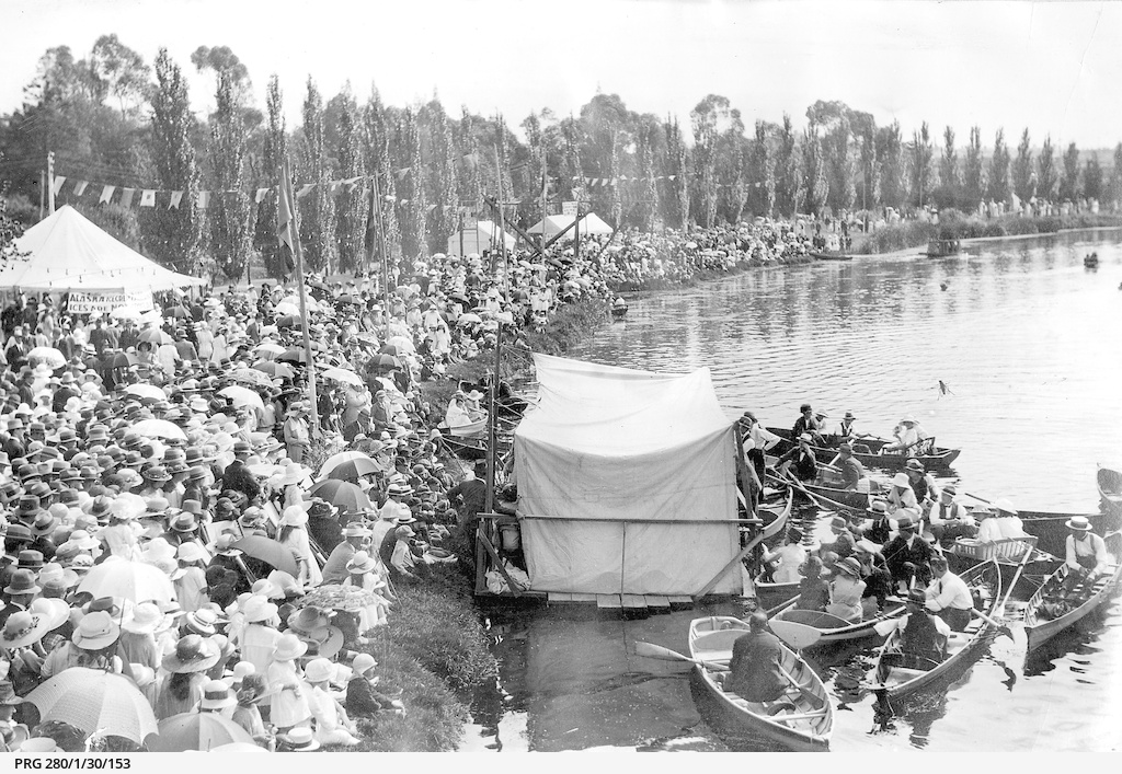 Crowds attending the Henley on Torrens regatta, Adelaide