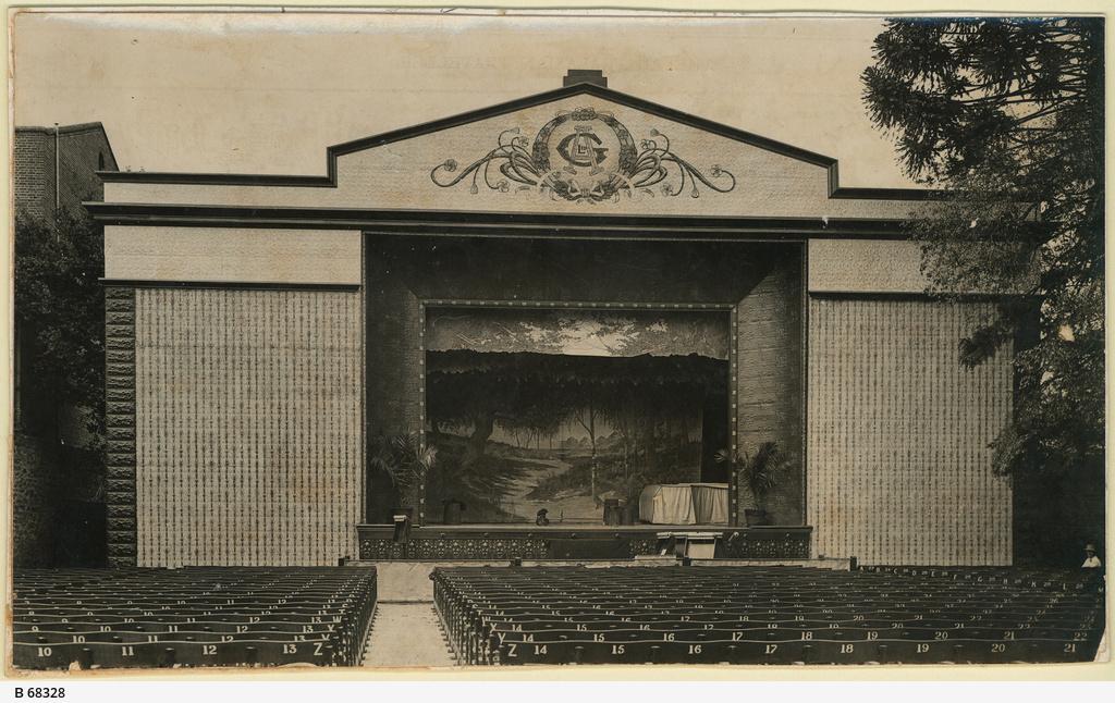 Austral Gardens open air theatre