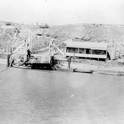 Tailem Bend ferry house and landing