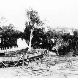 P.S. Mannum & Argo barge being built