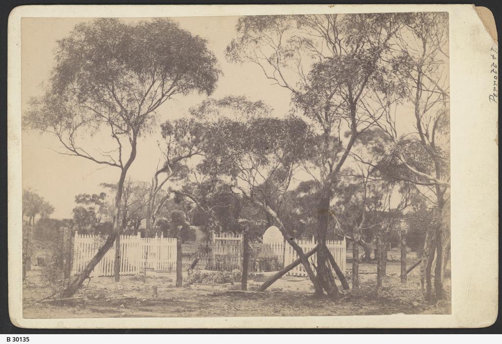 Grave, Overland Corner
