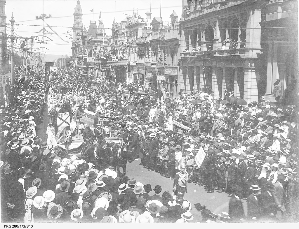 A crowded King William Street, Adelaide watching a parade of patriotic displays during World War I