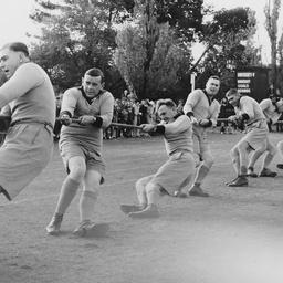 Tug-of-war at an amateur athletics meeting