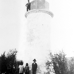Point Malcolm lighthouse with visitors