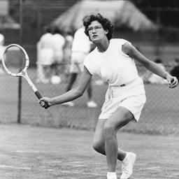 A woman tennis player