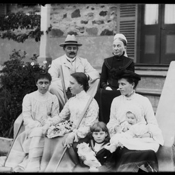 Group of people at a house in Semaphore