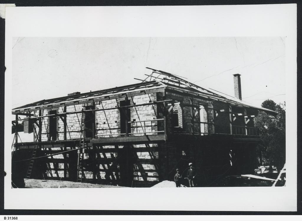 """Building of """"Kadlunga"""", Mintaro"""