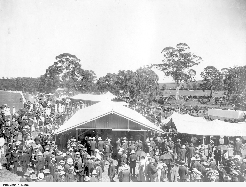 Crowds of racegoers at Oakbank racecourse