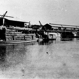 Ada barge unloading at Echuca wharf