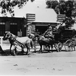A Graves Hill & Co delivering mail to Willunga Post Office