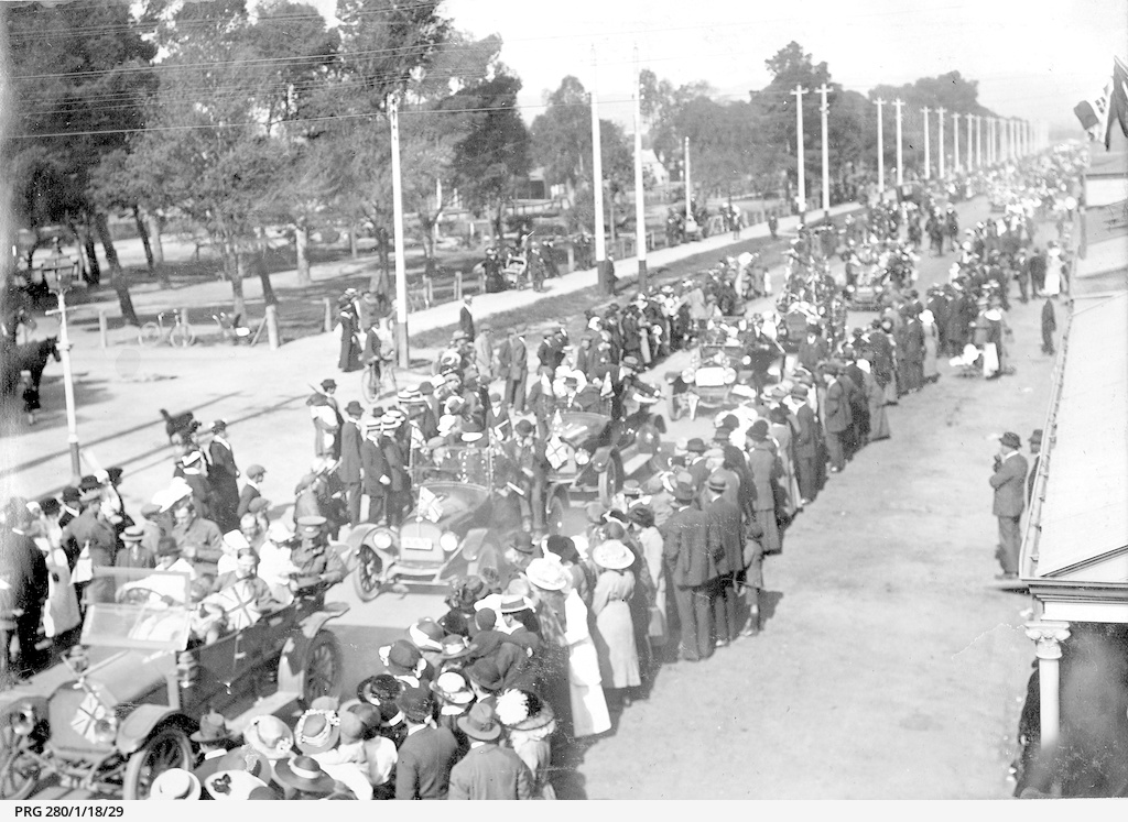 A parade of returned soldiers at Hindmarsh