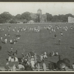 Spectators at Calcutta.