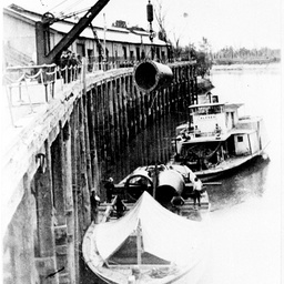 P.S. Alfred and barge, loading cylinder for Wakool Bridge, 1911