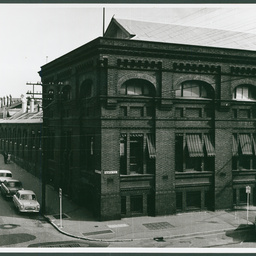 View from Morphett Street Bridge to the Fowlers building, North Terrace