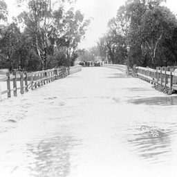 Floodwaters over the bridge at Echuca