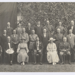 Group portrait of Ross Smith and officials at Government House, Calcutta
