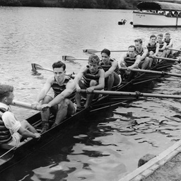 Team in the Torrens Rowing Regatta
