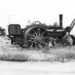 Steam tractor crane used at Berri