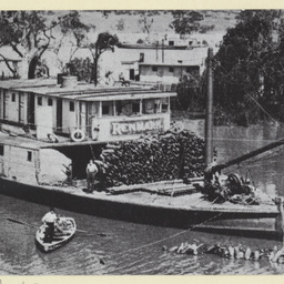 P.S. Renmark in Randell Street Mannum during 1917 flood