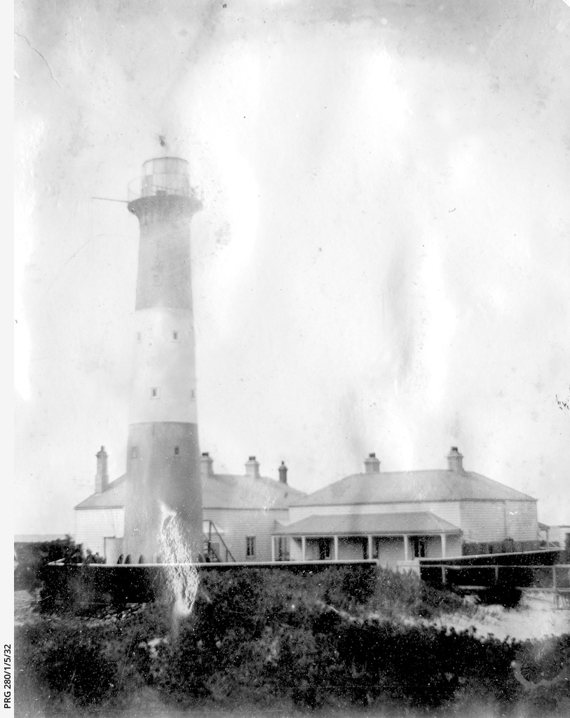 Troubridge lighthouse and cottages