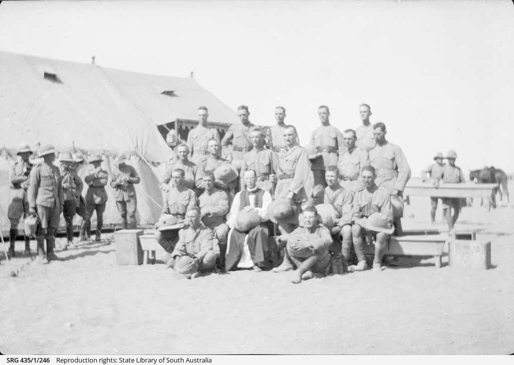 Group portrait of soldiers.