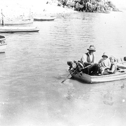 Small Tailem Bend ferry boat 1927