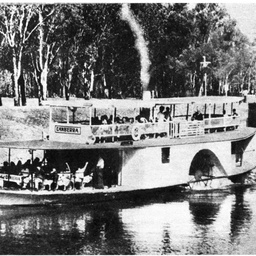 P.S. Canberra with passengers at Mildura