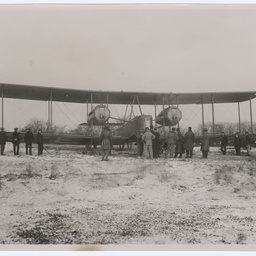 Vickers Vimy being prepared to take off from Hounslow