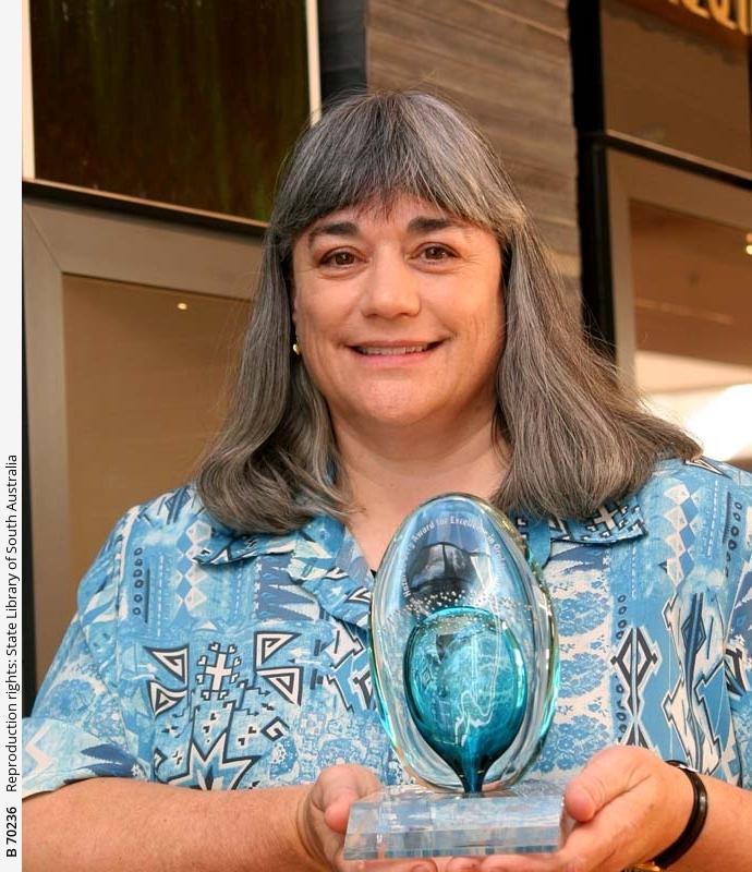 Beth Robertson with the Hazel de Berg Award