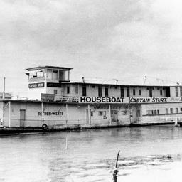 Houseboat Captain Sturt at Goolwa