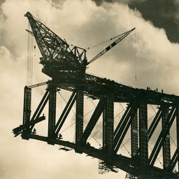 Sydney Harbour Bridge creeper crane