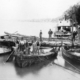 PS 'Ariel' raising sunken barge below Mannum