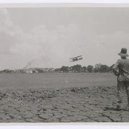Vickers Vimy landing at Surabaya